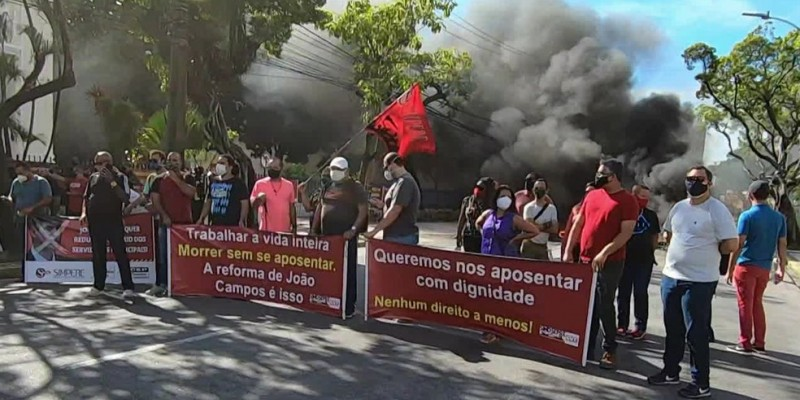 A intenção dos manifestantes é chamar a atenção dos vereadores da capital, para que barrem as alterações nos direitos da categoria