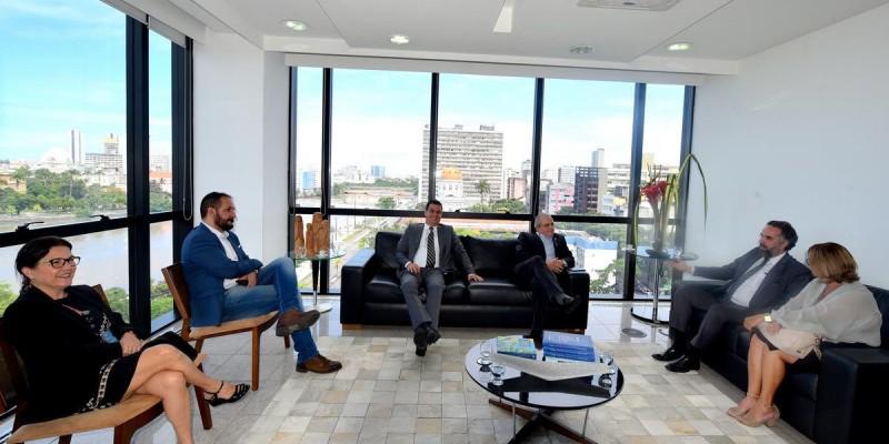 Nadegi Queiroz  foi recebida no gabinete do presidente do TCE, conselheiro Marcos Loreto.