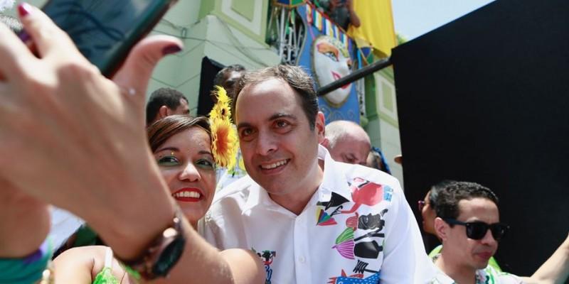 No último domingo, o governador foi recebido pelo prefeito Breno Borba, e conferiu de pertoo carnaval da cidade