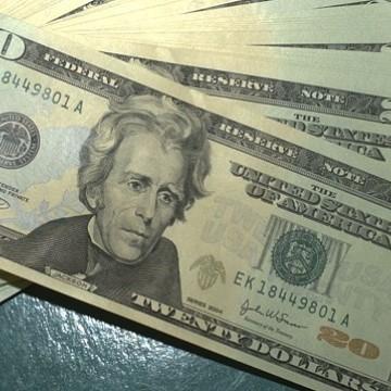 Dólar tem terceiro dia de queda e fecha em R$ 5,35