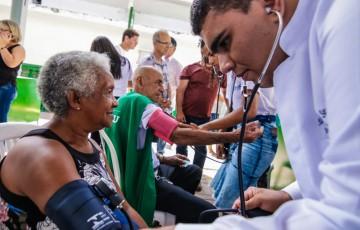Comércio na Praça realiza a segunda ação gratuita de saúde e beleza para a população