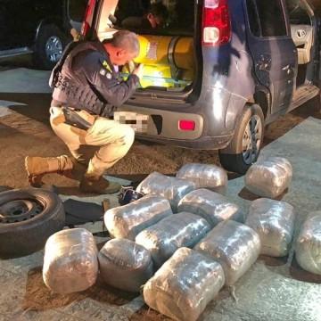 Motoristas de aplicativo são detidos por transporte de 65 Kg de maconha
