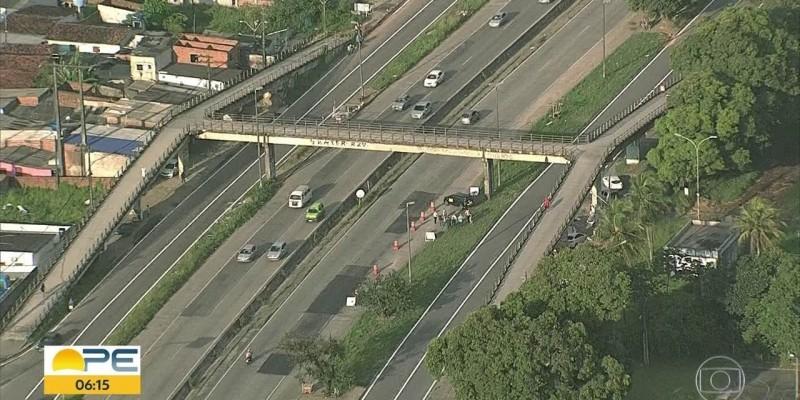 Equipamento precisou de reparos por causa de problemas na estrutura, causados pelo tráfego pesado de veículos na rodovia.