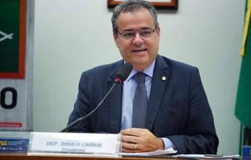 Danilo Cabral reassume seu mandato na Câmara Federal