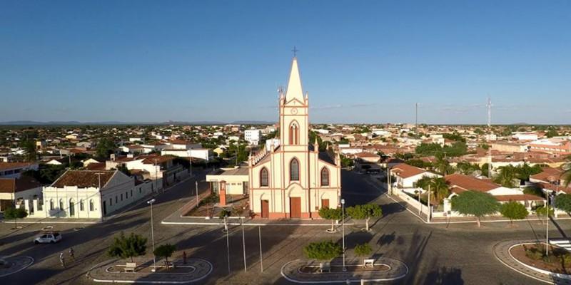 Decisão foi tomada na tentativa de frear o avanço da Covid-19 no município sertanejo.