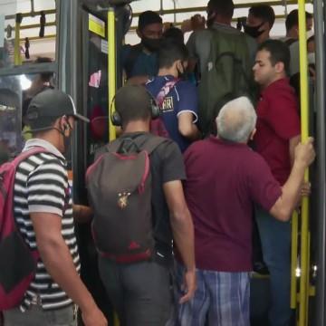 Mesmo com reforço, usuários de coletivos voltam a relatar aglomerações em ônibus do Grande Recife