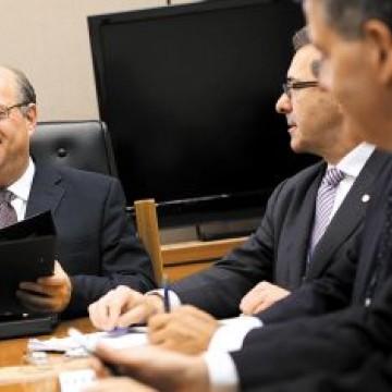 """""""O Copom resolveu baixar os juros para estimular a economia"""", afirma especialista"""