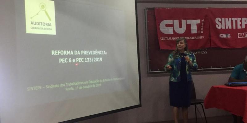 Participa do evento a auditora fiscal Maria Lúcia Fatorelli, fundadora e coordenadora da auditoria Cidadã da Dívida, movimento que atua em prol da transparência nas finanças públicas