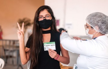 Prefeitura de Caruaru vacina adolescentes a partir de 12 anos contra a Covid-19