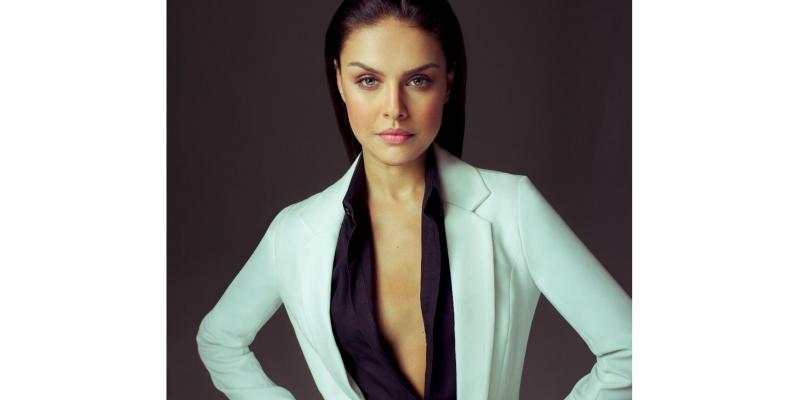 Além da atriz, o estilista Alexandre Herchcovitch vai participar do evento