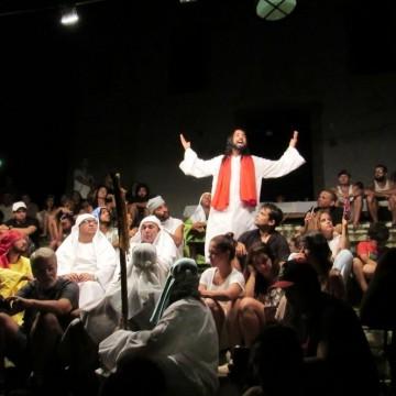 Fernando de Noronha adia espetáculo da Paixão de Cristo