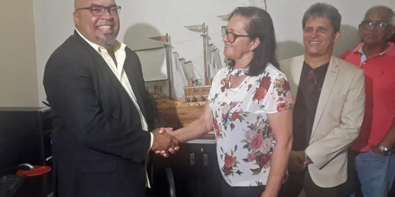 O parlamentar, que era presidente da Câmara de Vereadores do município, assumiu o mandato neste domingo (22)