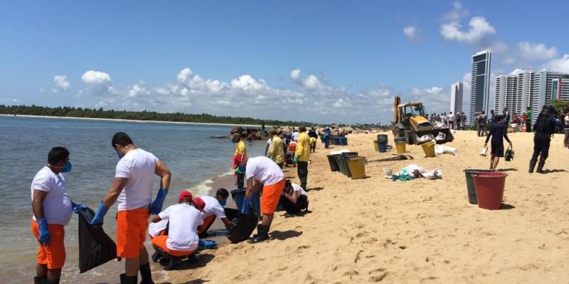Em seis dias já foram recolhidas mais de 480 toneladas de resíduos somando óleo misturado em menor quantidade de areia