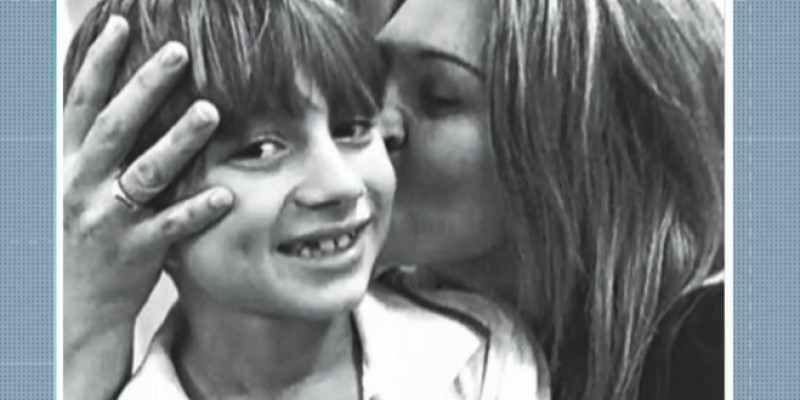 A mãe do menino, a fisioterapeuta Cláudia Boudoux, pretende ir ao encontro do filho no fim do mês