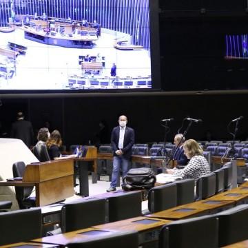 Câmara aprova regras para evitar bloqueio de auxílio por falta de CPF