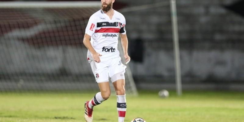 O presidente Constatino Júnior tenta prolongar o contrato de Pipico, Danny Morais, William Alves, Everton e Dudu.