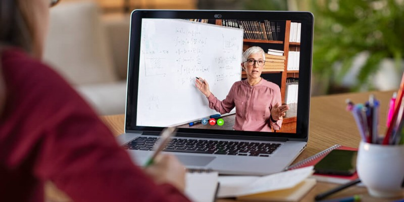 Dados do sindicato dos professores das redes pública e privada de Pernambuco mostram que 80% a 90% dos educadores do estado enfrentam dificuldade na adaptação à nova rotina de trabalho