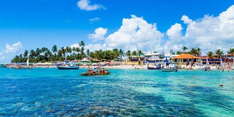 De acordo com uma pesquisa do Instituto Brasileiro de Geografia e Estatística, o volume de atividades turísticas no estado em julho aumentou 18,7% em comparação a junho