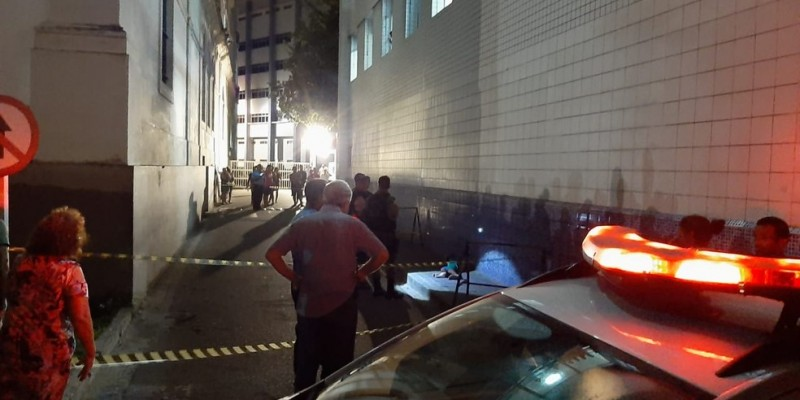 Por nota, o Imip disse que a vítima, baleada na rua, entrou por debaixo da cancela do estacionamento, levou outro tiro e faleceu