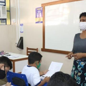 Professores da rede estadual de PE vão receber bônus de investimento educacional que totaliza R$ 52 milhões