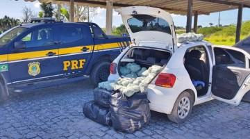 PRF apreende carro com maconha em Pombos