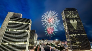 Nova York comemora com fogos flexibilização  de restrições
