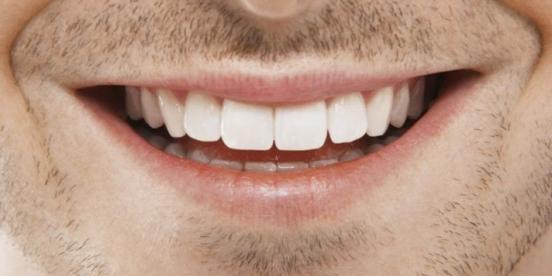 Cirurgiã-dentista destaca que o grande benefício é a cópia da funcionalidade do dente natural