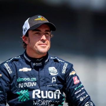 Alonso passa por cirurgia após sofrer fratura no maxilar em acidente