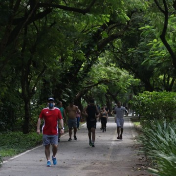 Parques e praias do Recife registram movimento intenso neste fim de semana