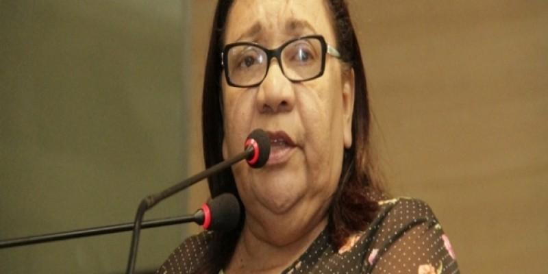 Ainda em favor de sua religião, a parlamentar Irmã Aimée Carvalho postou nas redes sociais um comentário repudiando o desfile da escola de Samba da Mangueira