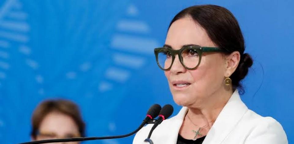 Regina Duarte deixa o comando da Secretaria de Cultura