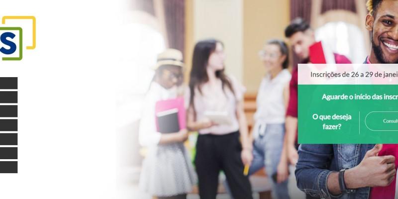 A expectativa é que o Ministério da Educação (MEC) oferte 93 mil vagas para universitários fecharem contratos no Fies