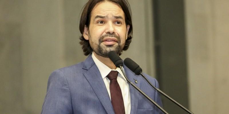 Parlamentar também fez críticas à forma com que o governo federal administrou o auxílio emergencial