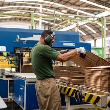 Confiança da indústria cresce em 18 setores, revela pesquisa