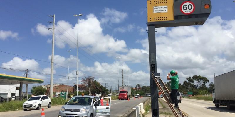 Os medidores de velocidade utilizados em rodovias estaduais, federais ou em perímetros urbanos, devem passar por verificação metrológica obrigatória anual