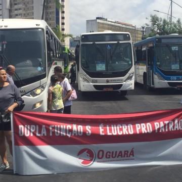 No Recife, rodoviários realizam protesto no bairro do Derby
