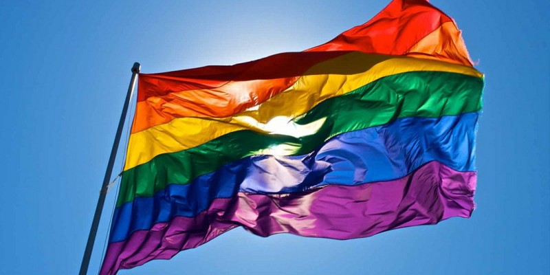 Denúncias de violações contra a população LGBTI+ devem ser feitas pelo telefone 3182-7665 ou pelo e-mail: centrolgbtpe@gmail.com