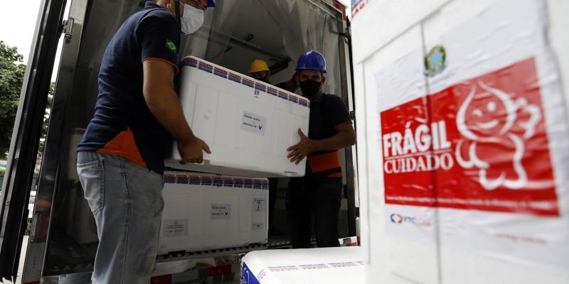 Imunizantes chegaram ao Recife na manhã deontem (29)