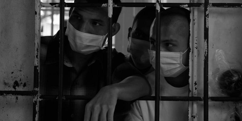 Mais de 20 detentos estão internados. Dois infectados seguem internados