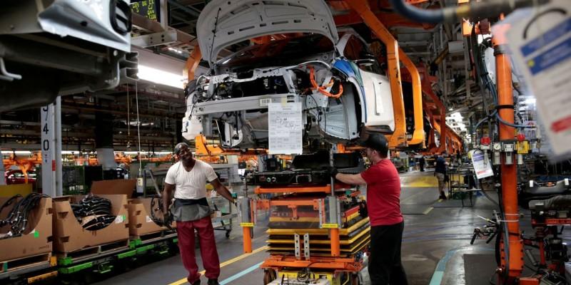 A produção da indústria em Pernambuco recuou pelo terceiro mês seguido e registrou queda de 2,4%