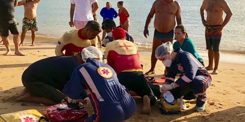 O homem praticava um esporte aquático e o corpo dele foi encaminhado para São Paulo, onde morava.