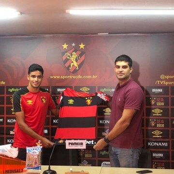 Apresentado oficialmente, Léo Artur vira opção para Guto Ferreira