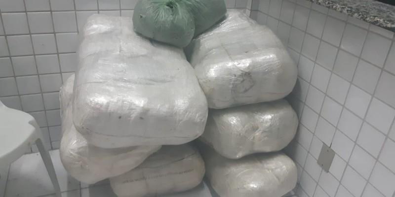 Os motoristas informaram que a droga tinha como destino final a cidade do Recife