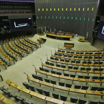 Câmara pode votar na terça-feira aumento de penas para quem desviar recursos direcionados à Covid-19
