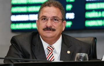 Eriberto Medeiros assume o governo de Pernambuco
