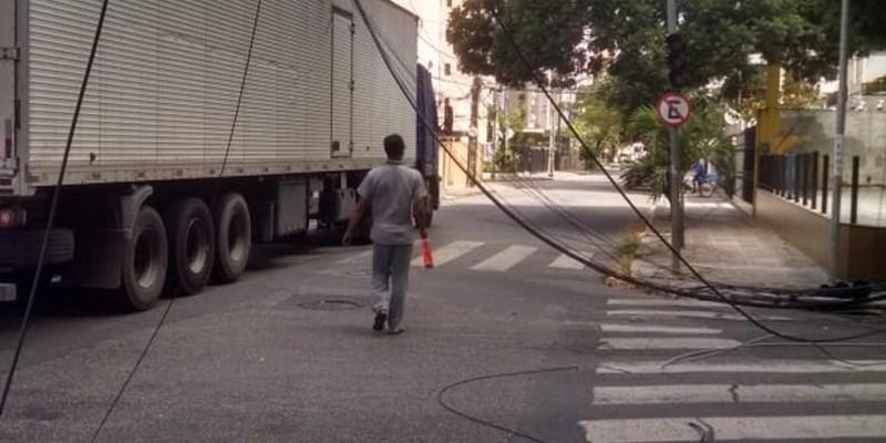 Em decorrência do acidente que aconteceu nesta terça (6), parte do bairro ficou sem energia por causa de desligamento preventivo, segundo a Celpe. De acordo com a CTTU Rua do Futuro foi interditada.