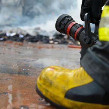 Bombeiros controlam incêndio no Cabo de Santo Agostinho