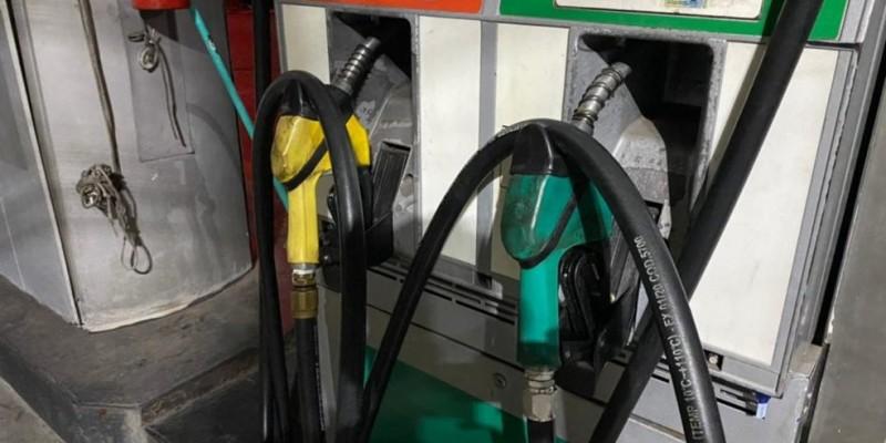 Os preços praticados pela Petrobrás têm como referência a paridade de importação, ou seja, acompanham as variações no mercado internacional e da taxa de câmbio. Quando chega ao consumidor, esse valor tem acrescido também os impostos