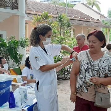 Recife vacina mais de 130 mil pessoas e suspende campanha contra gripe