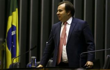 """Rodrigo Maia diz que invasão do gabinete do senador FBC foi um """"exagero"""""""